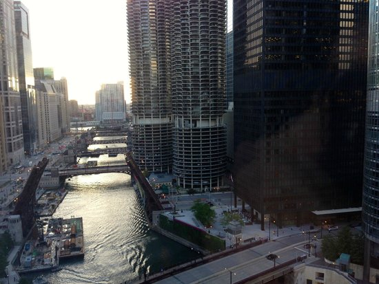 Club Quarters Hotel, Wacker at Michigan: View from 19th Floor at Evening