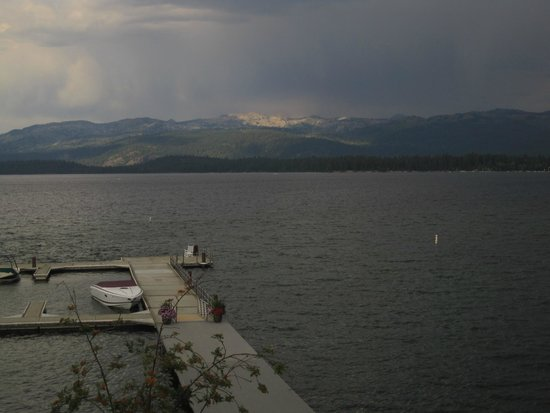 Shore Lodge : Storm over Payette Lake
