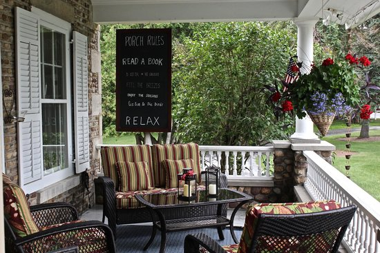 1837 Cobblestone Cottage Bed and Breakfast: front porch