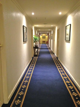 Castlereagh Boutique Hotel: Very clean and pleasant corridor on the 10th floor