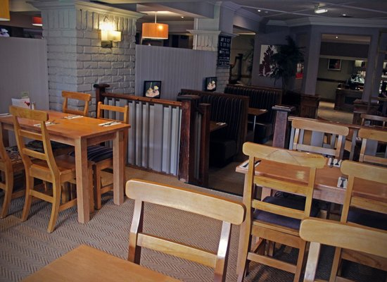 Wheel Inn: Restaurant area, small booths of 4 with private TV that sky sports or a kids film can be shown o