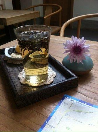 Beijing Wohkoon Hostel-Nan Luo Gu Xiang Branch: Welcome tea from the staff at Hutongren Courtyard Hotel