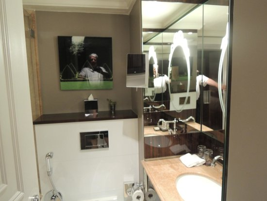 Renaissance Paris Le Parc Trocadero Hotel: bathroom