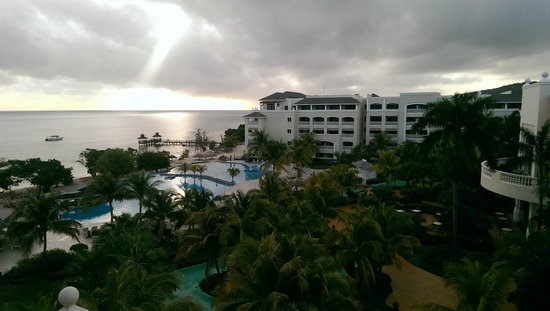 Iberostar Rose Hall Beach Hotel : view from our room