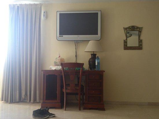 Espacio Azahar: Televisor de la habitación