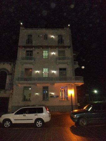Panamericana Hostel: Rua lateral