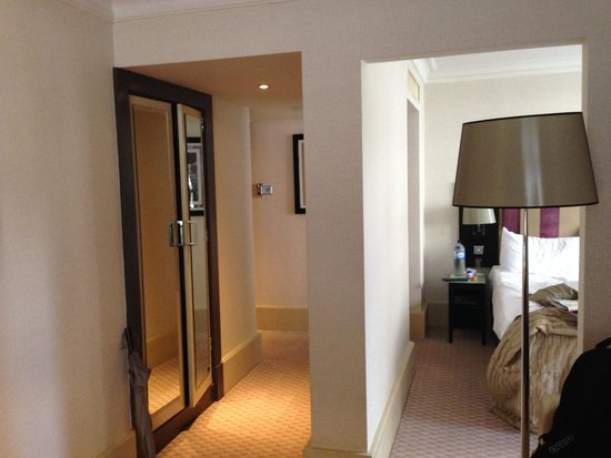 The Cavendish London: Load bearing wall in middle of room!
