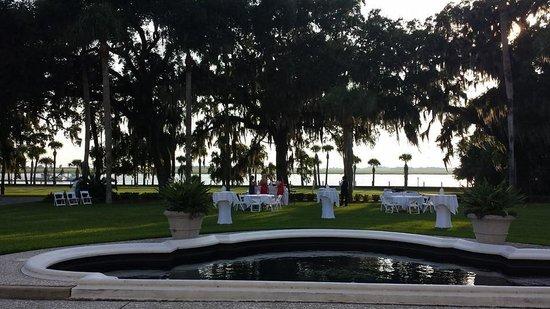 Jekyll Island Club Resort: Crane front lawn
