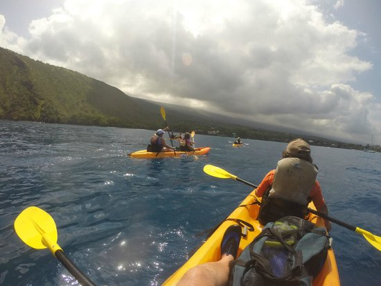 Adventures in Paradise Kayak & Snorkel: Paddling across Kealakekua Bay