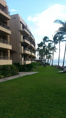 Paki Maui Resort: view from outside Paki Maui