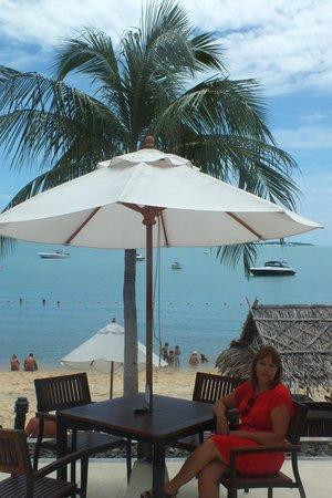 ibis Samui Bophut : Удобно посидеть, посмотреть на море, отдохнуть и выпить коктель!