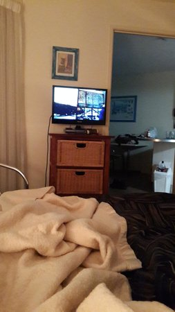 Nautilus Mooloolaba: TV in Bedroom (One bedroom Plus Breakfast)