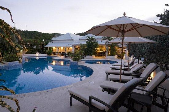 Spice Island Beach Resort: Pool at dusk