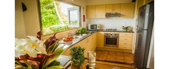 Malaqereqere Villas : Modern Full Size Kitchen