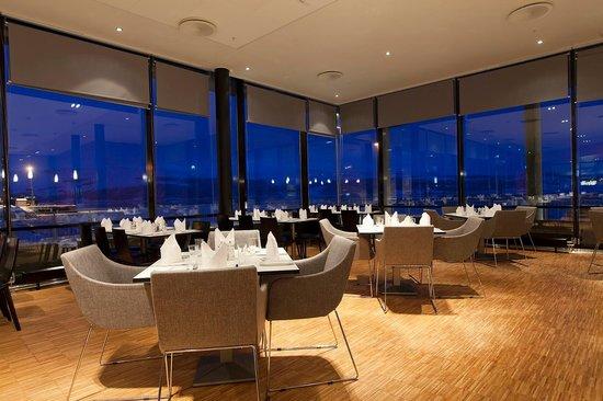 Thon Hotel Kirkenes Restaurant : Restaurant by night