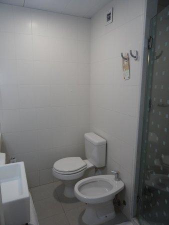 Hotel Ibis Buenos Aires Obelisco: Banheiro