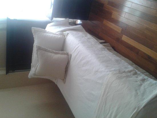 Premium Tower Suites Mendoza: Dormitorio secundario de la habitación