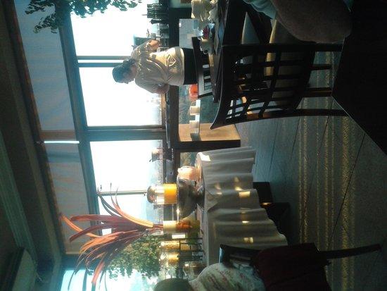 Premium Tower Suites Mendoza: Desayuno