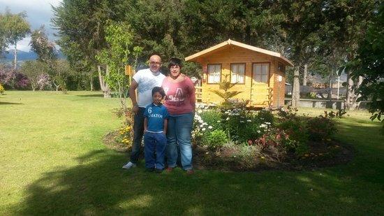 Hosteria Airport Garden: Foto con mis amigos españoles