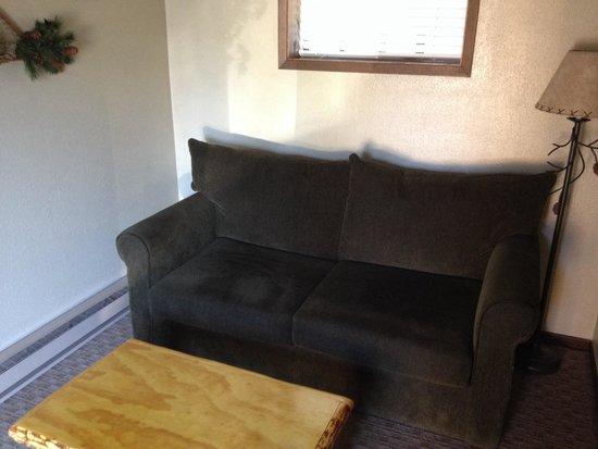 Evergreen Motel : Queen kitchenette suite - sitting area.