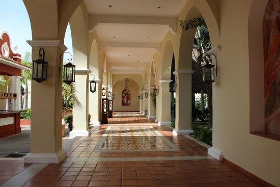 Valentin Imperial Maya : Main building