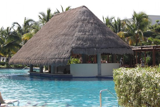 Valentin Imperial Riviera Maya : Pool bar