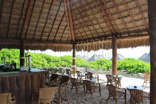 Valentin Imperial Riviera Maya : Beach bar