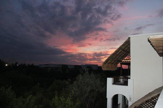Valentin Imperial Maya : Sunset on balcony