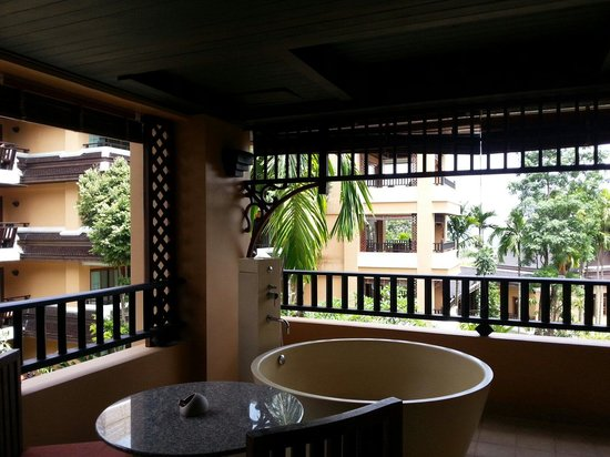 Amari Vogue Krabi: Jacuzzi at the balcony
