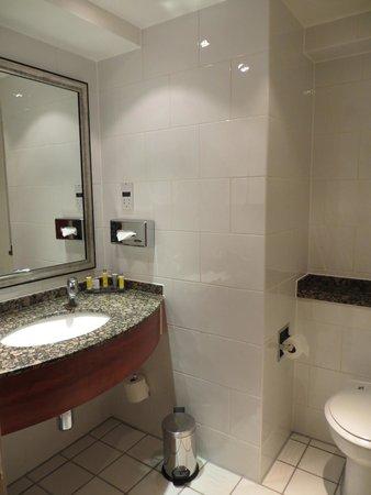 London Marriott Hotel Kensington: Bathroom
