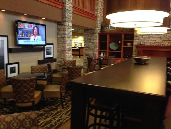 Hampton Inn & Suites Petoskey: 朝食エリア