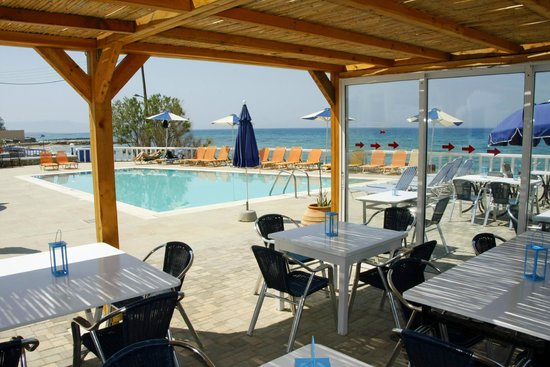 Zorbas Island : View of the pool from the taverna area.