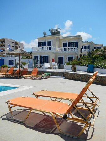 Zorbas Island : View of the apartments from the pool area