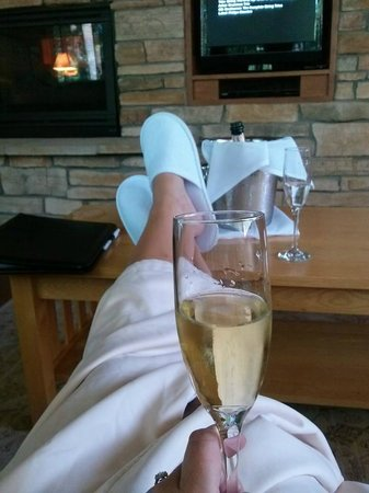 Canoe Bay: Enjoying champagne and the fireplace in Dream Cabin #9
