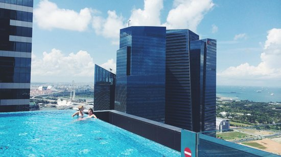 infinity pool on a sunny day bild von the westin singapore singapur tripadvisor. Black Bedroom Furniture Sets. Home Design Ideas