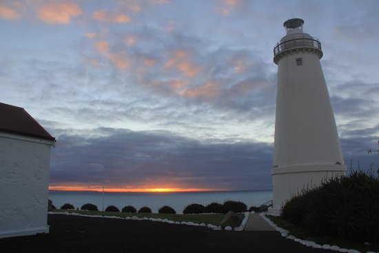 Cape Willoughby Lighthouse Keepers Heritage Accommodation: Sunrise at Cape Willoughby