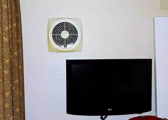 Candlewood Suites Hotel Jefferson City : Fan that brings AC/Heat from Living room to Bedroom
