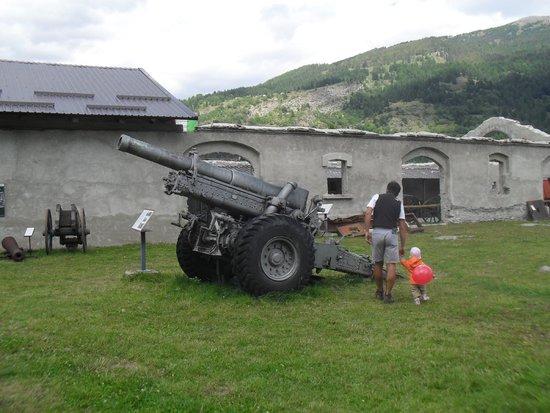 Museo Forte Bramafam: CANNONE SUL PIAZZALE