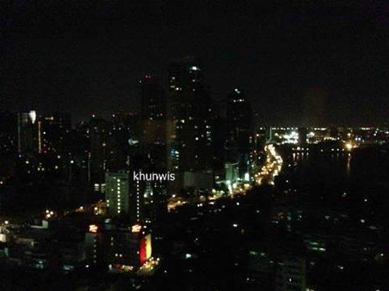 Sheraton Grande Sukhumvit, A Luxury Collection Hotel: Bkk at night