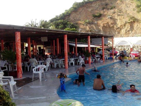 Foto de el mirador del derrumbe acapulco alberca for Alberca restaurante
