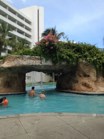 Melia Nassau Beach - All Inclusive: Waterfall with beautiful foliage