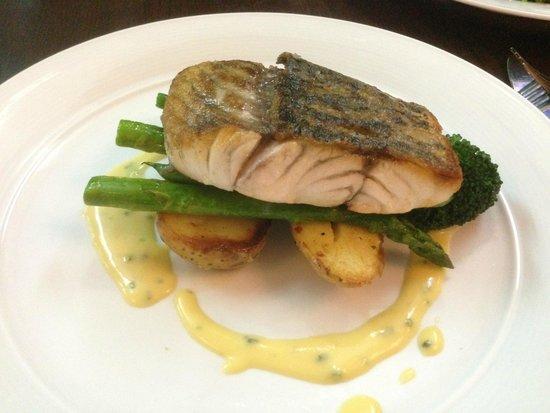 2 Fish Restaurant: Barramundi