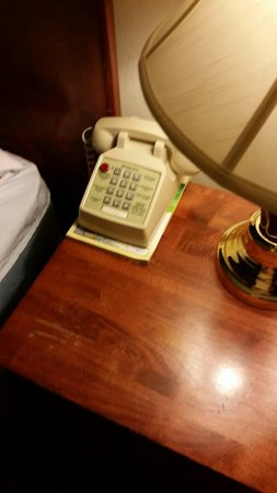 Breakers Hotel and Condo Suites: Old phone with wrong room number and scratched, old furniture