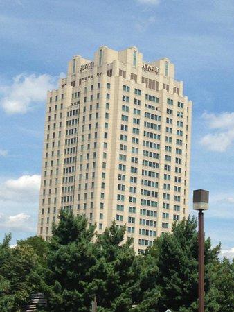 Hilton Philadelphia at Penn's Landing: Hotel exterior