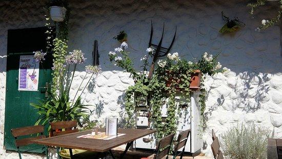 Herzogenburg, Austria: Deko im Gastgarten