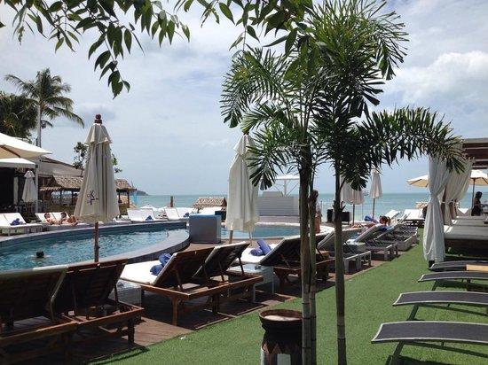 KC Beach Club and Pool Villas: poolside