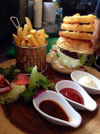 KC Beach Club and Pool Villas: The burger..Nom Nom Nom
