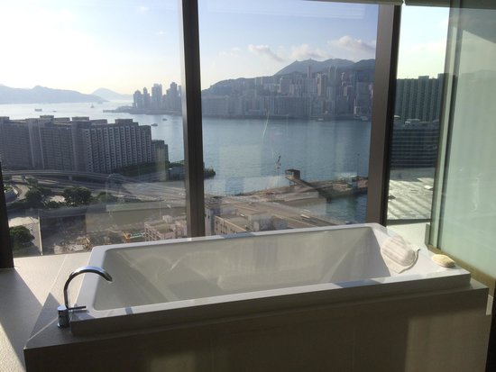 Hotel ICON: Bath and shower suite  Harbour views from my club 80 suite amazing!!!!