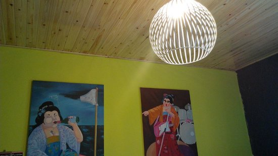 Chengdu Flipflop Lounge Hostel : Quirky room deco