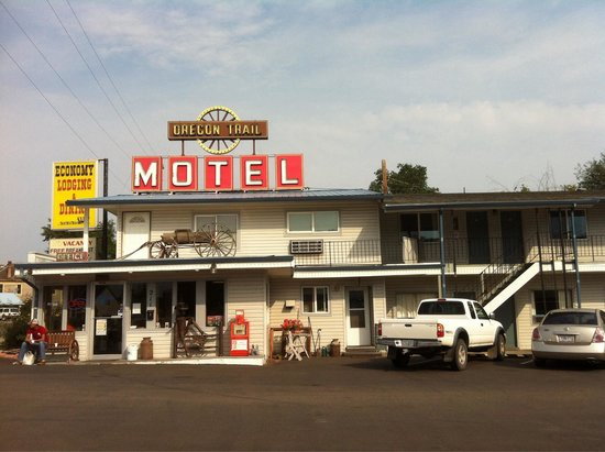 Oregon Trail Motel: Fresh hot coffee and good conversation for the asking.